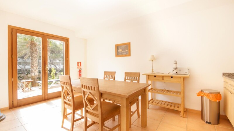 Villa in Costa de la Calma - Guest dining and kitchen