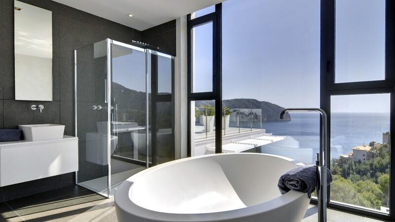 Detached Villa in Camp de Mar - Master Bathroom