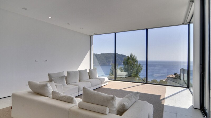 Detached Villa in Camp de Mar - Living room