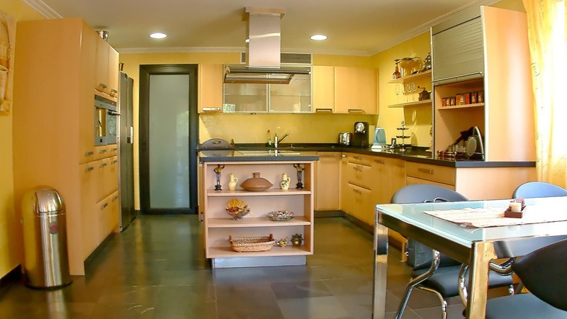 Detached House in Cala Vinyes - kitchen with breakfast area