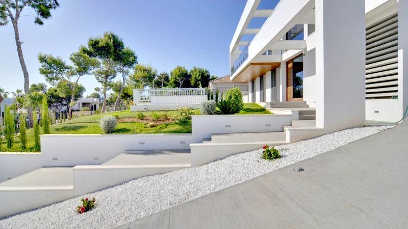Detached Villa in Cala Vinyes - Driveway