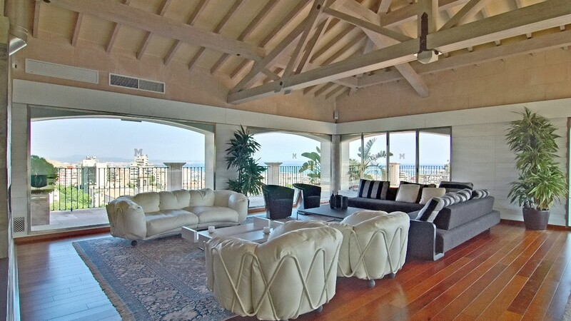 Duplex Penthouse in Palma de Mallorca - Living room with spacious terrace and sea views