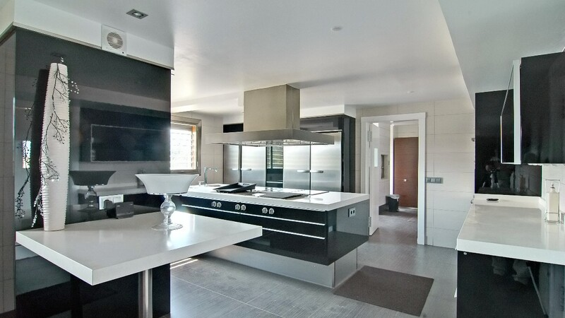 Duplex Penthouse in Palma de Mallorca - Large Modern kitchen