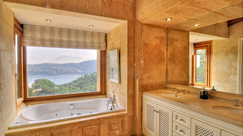 Villa in Camp de Mar - Bathroom with sea views