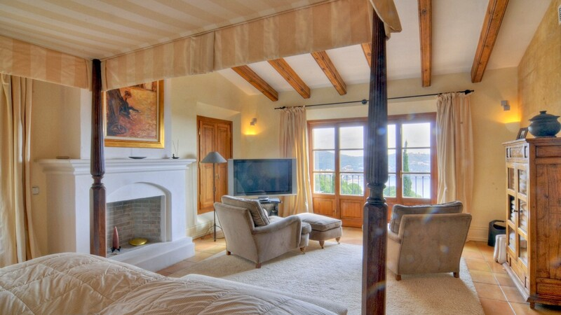 Villa in Camp de Mar - Large Master Bedroom Suite