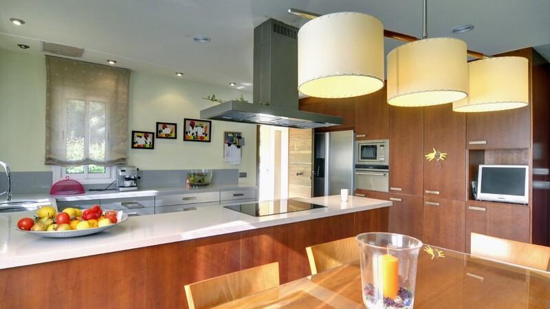 Detached Villa in Costa de la Calma - Modern kitchen with breakfast area