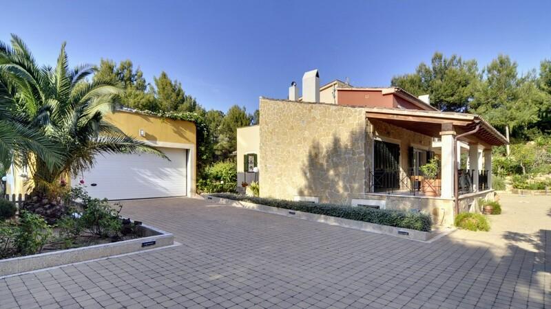 Detached Villa in Costa de la Calma - Driveway and double Garage