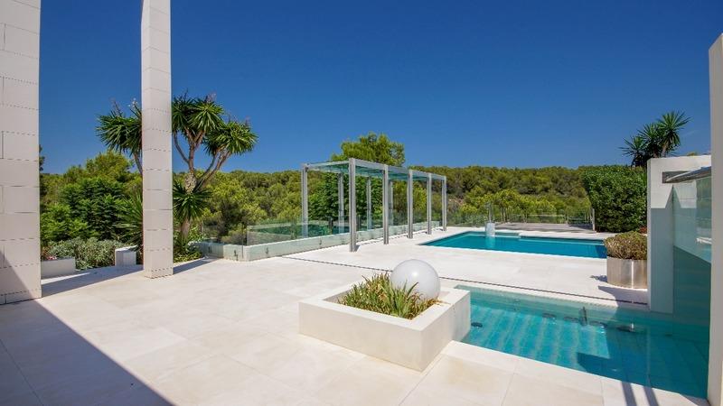 Villa in Sol de Mallorca - Garden and pool terrace