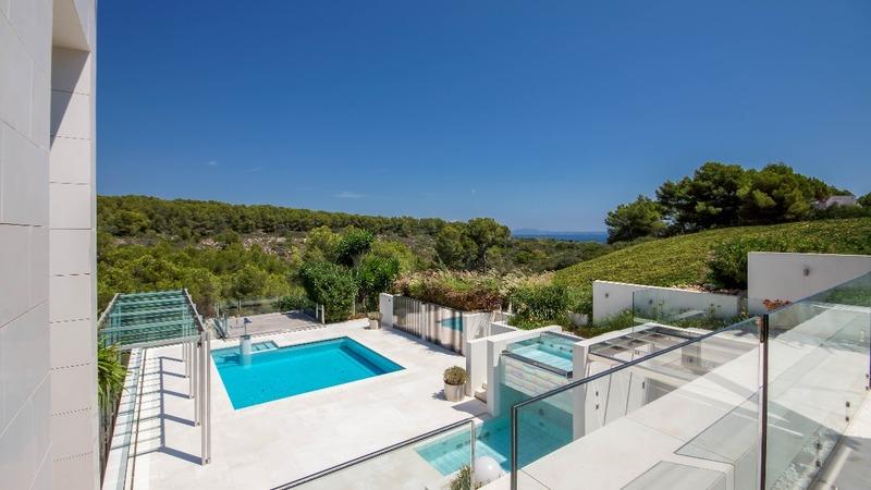 Villa in Sol de Mallorca - Pool terrace and green zone