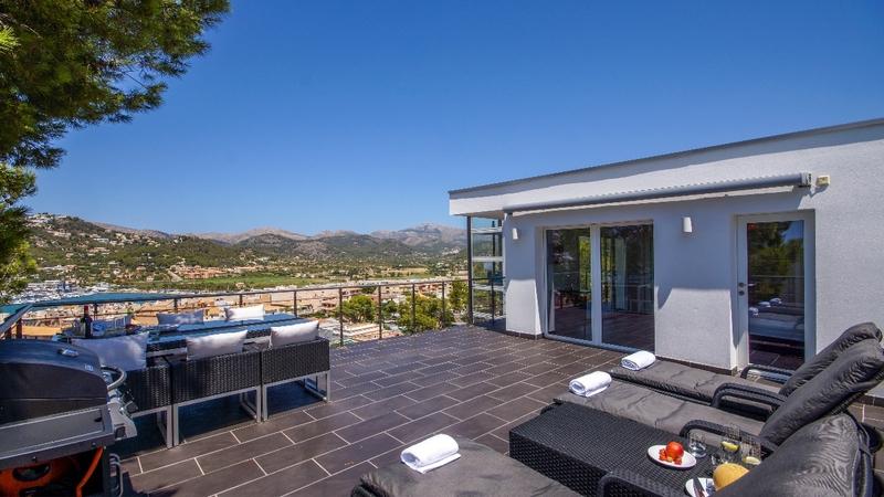 Detached Villa in Puerto Andratx - Upper terrace and views