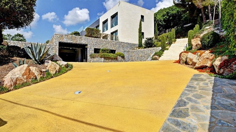 Villa in Costa D´en Blanes - Garage driveway