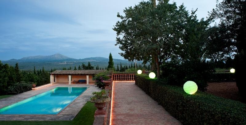 Finca in Mallorca - Pool and garden areas
