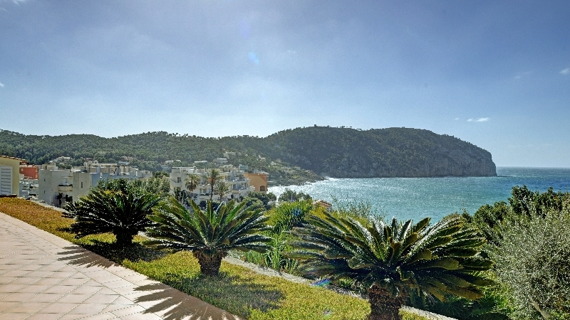 Villa in Camp de Mar - Breathtaking Sea Views