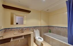 Penthouse in Santa Ponsa - En suite bathroom