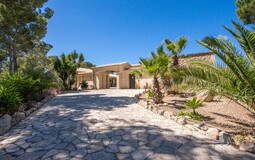 Villa in Puerto Andratx - property entrance and ramp