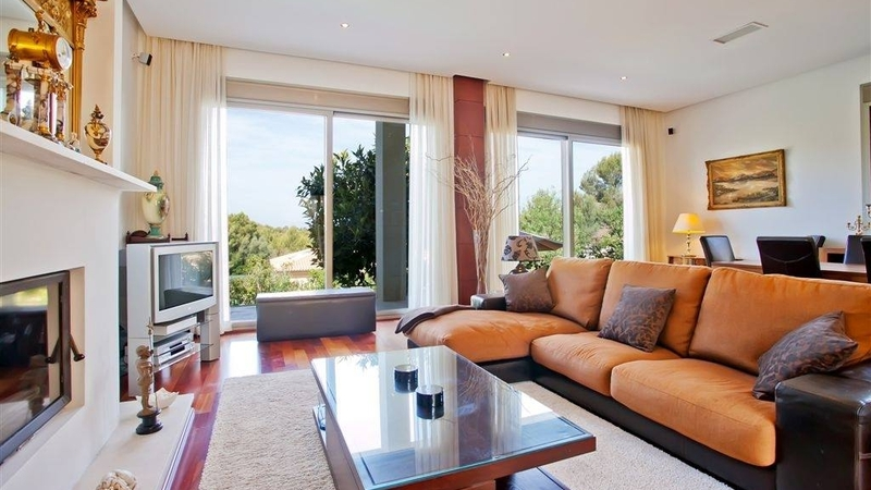 Villa in Cala Vinyes - Living area with fireplace