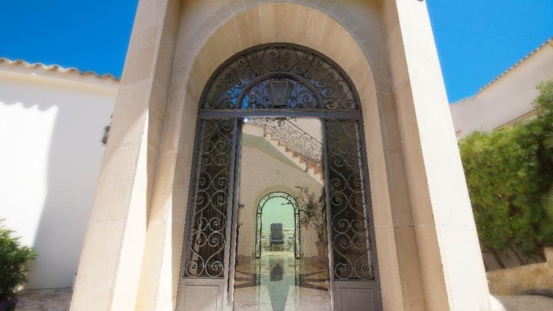Villa in La Mola - Building entrance