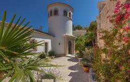 Villa in La Mola - Courtyard and tower