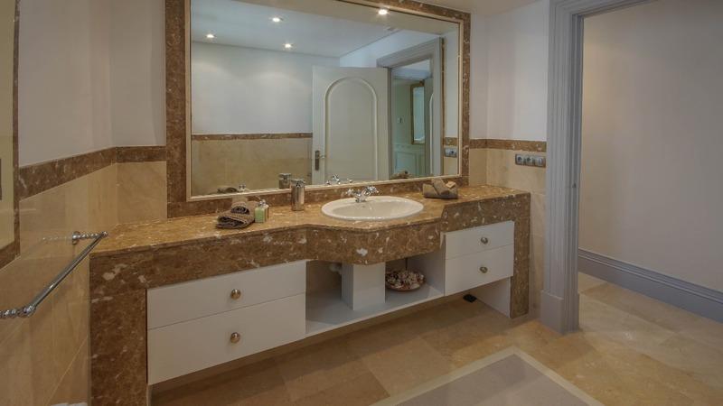 Villa in La Mola - En-suite bath1-1