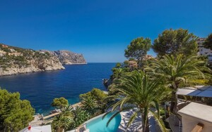 Villa in La Mola - Property view over the pool -garden and sea