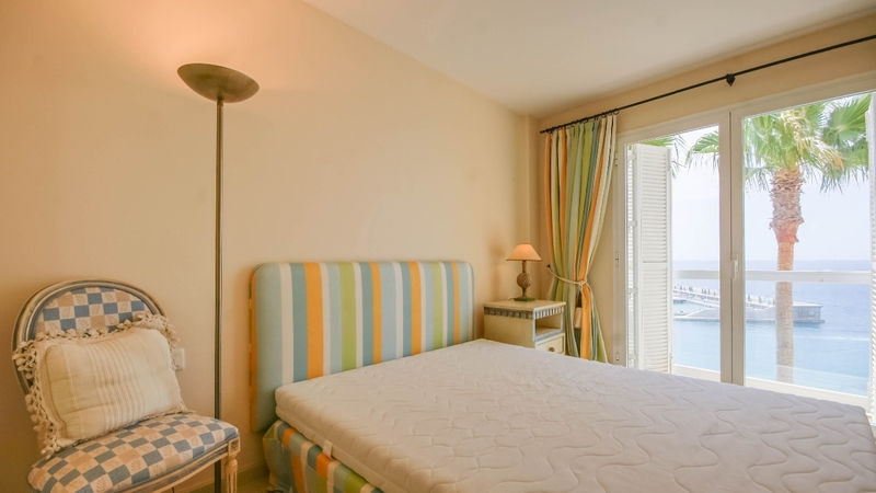 Penthouse in Nova Santa Ponsa - Bedroom with port view and sea