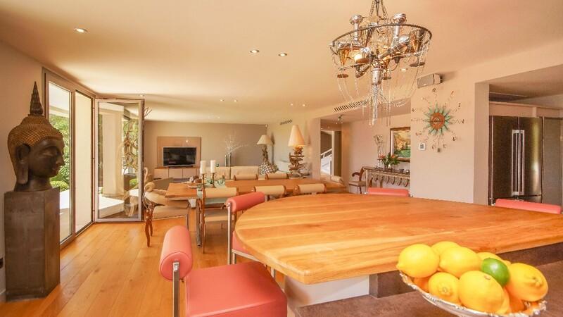 Villa in Son Vida - Kitchen and living aea