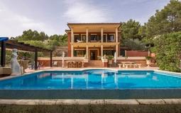 Villa in Costa de la Calma - Pool and building view2