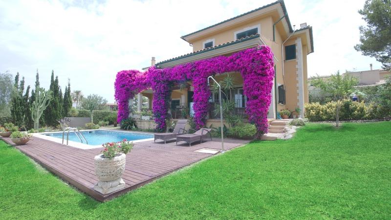 Villa in Cala Vinyes - Garden and Building