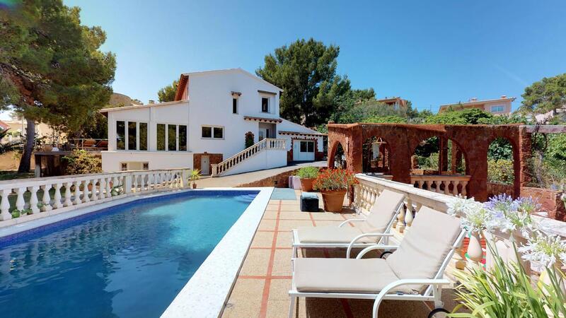 Villa in El Toro - Port Adriano - Sunny pool and garden
