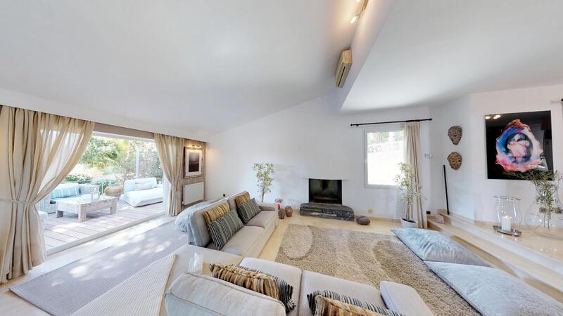 Villa in El Toro - Port Adriano - Living room with terrace