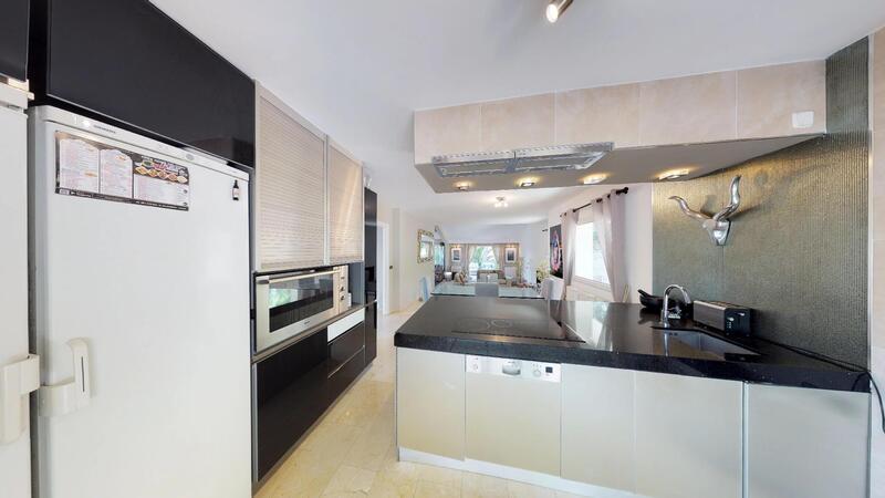 Villa in El Toro - Port Adriano - Modern kitchen with island