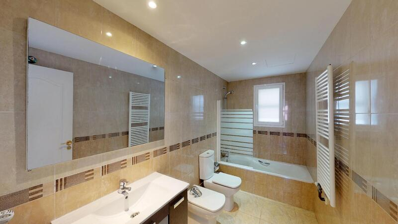 Villa in Palmanova - Guest Bathroom (upper)