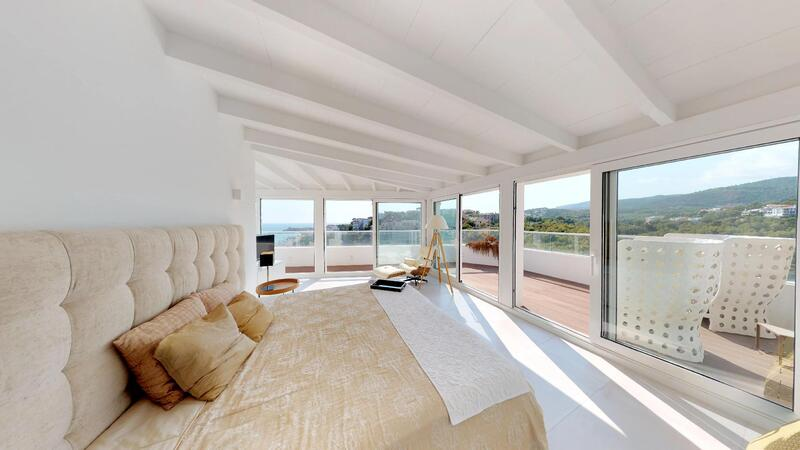 Penthouse in Illetes - Bedroom with mountain and sea views