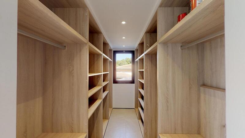 Villa in Cala Vinyes - Walk in Closet