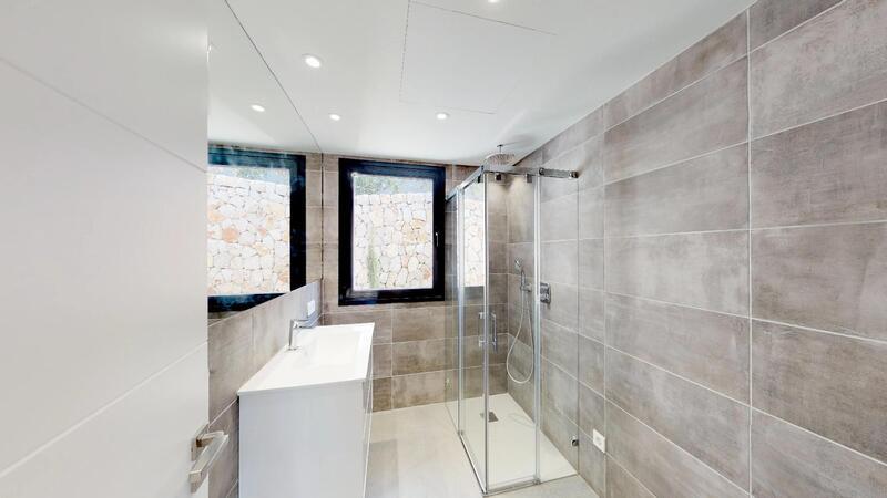 Villa in Cala Vinyes - Guest Shower 1