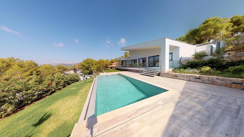 Villa in Cala Vinyes - Modern Villa with pool and garden