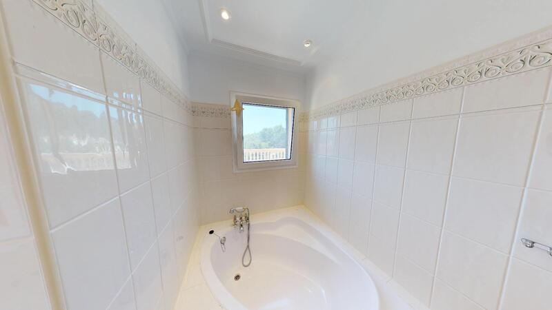 Villa in Camp de Mar - Guest Bathtub