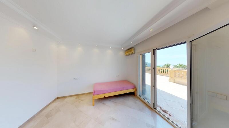 Villa in Camp de Mar - Guest bed with terrace access