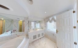Penthouse in Costa de la Calma - Large Master Bathroom