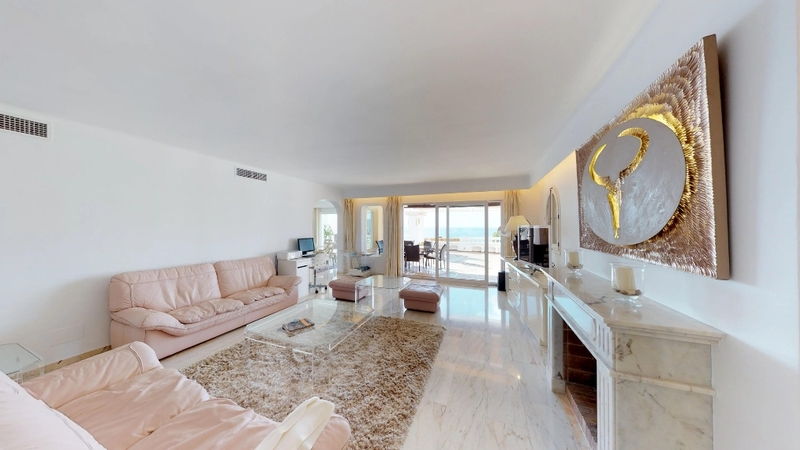 Penthouse in Costa de la Calma - Generous living room with fireplace and sea view