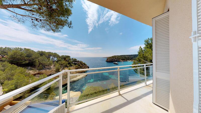 Villa in Mallorca - Bedroom & Bathroom Terrace and views