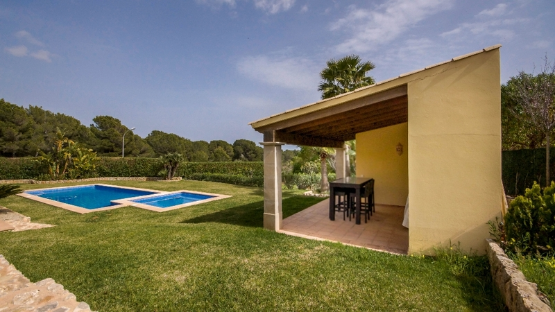 Villa in Nova Santa Ponsa - BBQ Area and outdoor dining