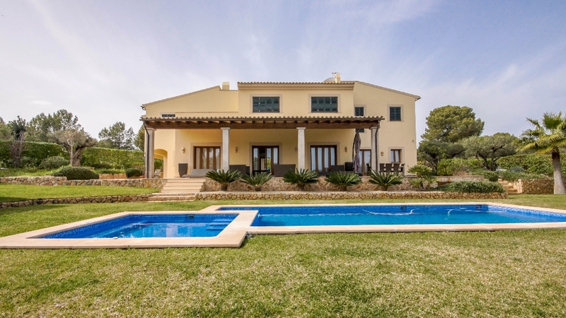 Villa in Nova Santa Ponsa - Pool terrace and Building view