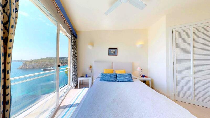 Villa in Mallorca - Bedroom with sea views