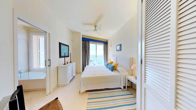 Villa in Mallorca - Bedroom with en-suite and sea view
