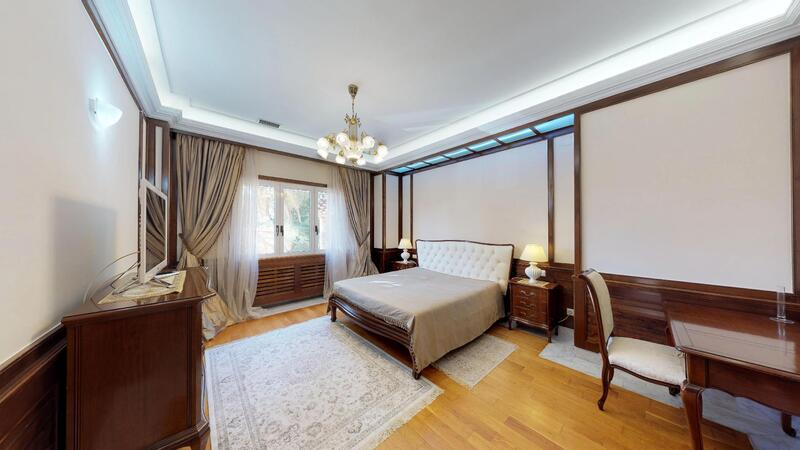 Villa in Palmanova - Spacious guest bedroom with en-suite