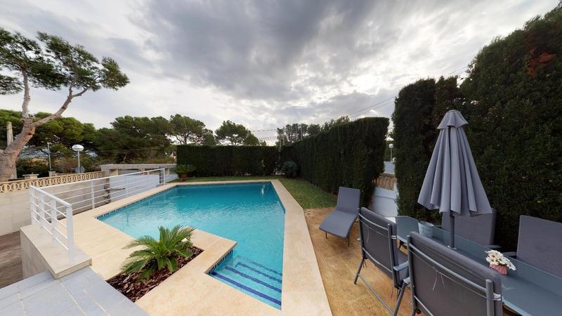 Villa in El Toro - Port Adriano - Pool with sun terrace