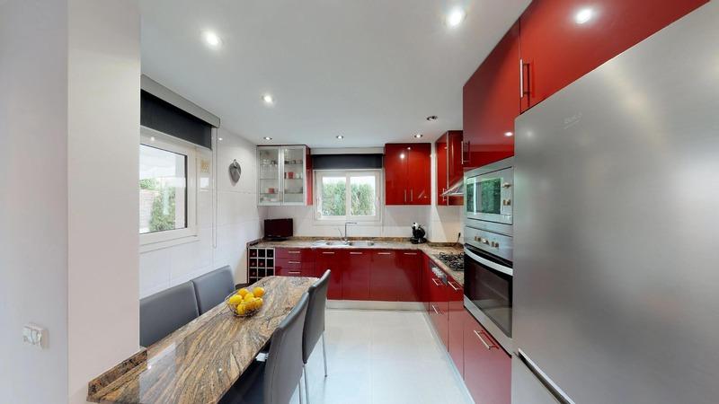 Villa in El Toro - Port Adriano - Kitchen with breakfast bar
