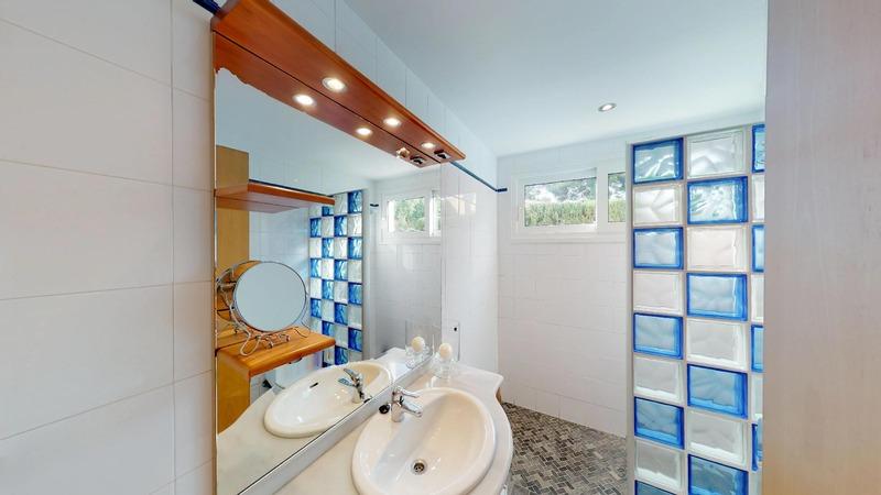Villa in El Toro - Port Adriano - Lower Bathroom