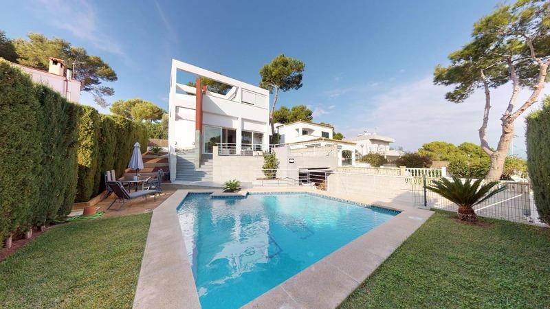 Villa in El Toro - Port Adriano - Modern villa with sunny garden and pool